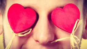 Homme aveuglé par l'amour Images libres de droits