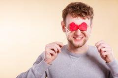Homme aveuglé par l'amour Image stock