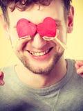 Homme aveuglé par l'amour Photographie stock libre de droits