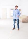 Homme aveugle image stock
