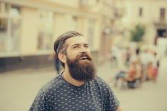 Homme barbu bel extérieur photos stock