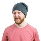 Homme barbu dans un chapeau tricoté images stock