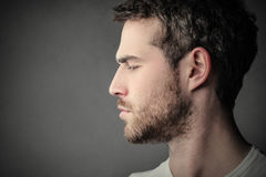 Homme barbu de profil Photos libres de droits