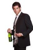 Homme bel élégant avec la bouteille de vin Image libre de droits