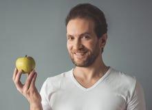 Homme bel avec la pomme Photographie stock