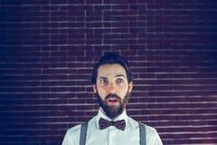 Homme bel confus regardant loin Image stock