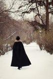 Homme bel d'elegantyoung avec la rapière, extérieure photos libres de droits