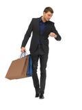 Homme bel dans le costume avec des paniers Photos stock