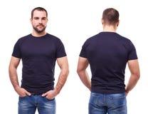 Homme bel dans le T-shirt noir photo stock