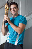 Homme bel en gymnastique - verticale Photographie stock