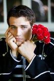 Homme bel laissé avec des roses Photographie stock