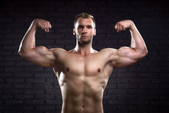 Homme bel musculaire Photographie stock