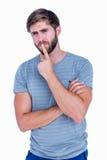 Homme bel pensant avec le doigt sur des lèvres photographie stock
