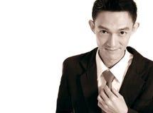 Homme bel souriant, portrait noir et blanc d'homme asiatique photo libre de droits