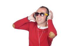 Homme bien disposé avec l'écouteur Photographie stock