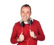 Homme bien disposé avec l'écouteur Photo stock