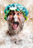 Homme bizarre avec de la mousse de savon sur le nez Photos stock
