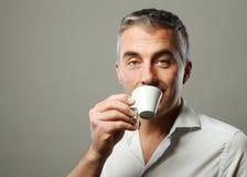 Homme buvant d'un café Photos libres de droits