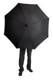 Homme caché derrière le grand parapluie noir photo libre de droits