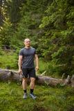 Homme caucasien avec une machette Photo stock