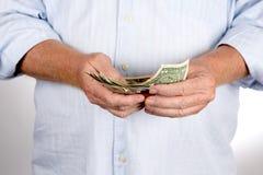 Homme comptant des dollars d'argent d'argent liquide Photo stock