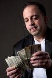 Homme comptant l'argent Photographie stock libre de droits