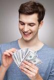 Homme comptant l'argent Photo stock