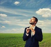 Homme comptant l'argent et recherchant Photo libre de droits