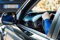 Homme conduisant son véhicule Photos stock