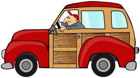 Homme conduisant un chariot de station boisé Images stock