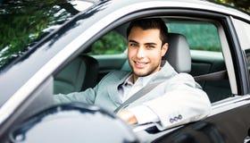 Homme conduisant un véhicule Image libre de droits