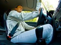 Homme conduisant un véhicule Images libres de droits