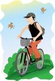 Homme conduisant une bicyclette. Image libre de droits