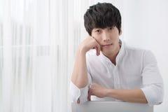 Homme coréen attirant photo stock