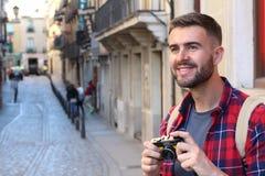Homme créatif regardant un tir possible avec l'espace de copie Photographie stock