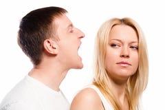 Homme criant à sa amie Image libre de droits