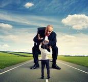 Homme criant au petit homme effrayé Photo libre de droits
