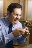 Homme criant au portable Photographie stock libre de droits