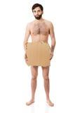 Homme déshabillé désespéré avec un morceau de carton Photographie stock libre de droits