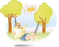 Homme détendant dans l'hamac Images libres de droits