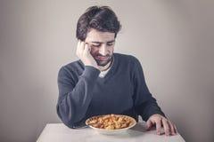 Homme détestant la nourriture Photos stock