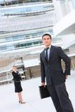 Homme d'affaires à l'immeuble de bureaux Photographie stock libre de droits
