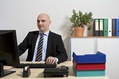 Homme d'affaires à son PC Photo stock