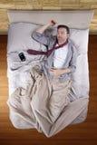 Homme d'affaires épuisé avec le réveil Photos libres de droits