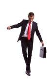 Homme d'affaires équilibrant et marchant vers l'avant images stock