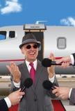 Homme d'affaires étant interviewé devant le jet privé Images libres de droits