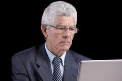 Homme d'affaires aîné au bureau Images stock