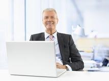 Homme d'affaires aîné au travail Photographie stock libre de droits