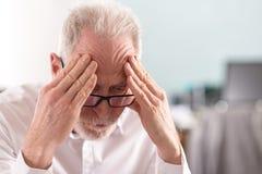 Homme d'affaires aîné fatigué Image libre de droits