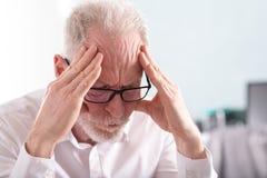 Homme d'affaires aîné fatigué Images libres de droits